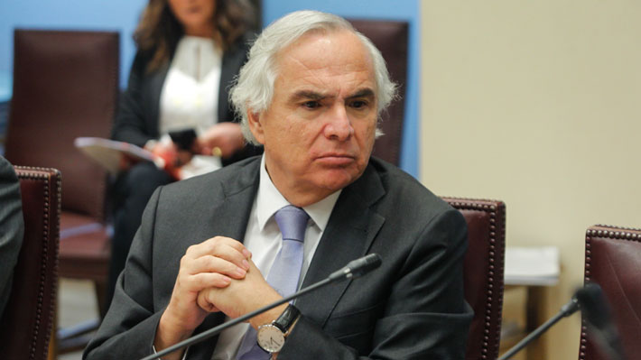 """Amnistía Internacional dice que Gobierno está en """"deuda"""" en DD.HH. y Chadwick apunta a un """"sesgo"""" en el informe"""
