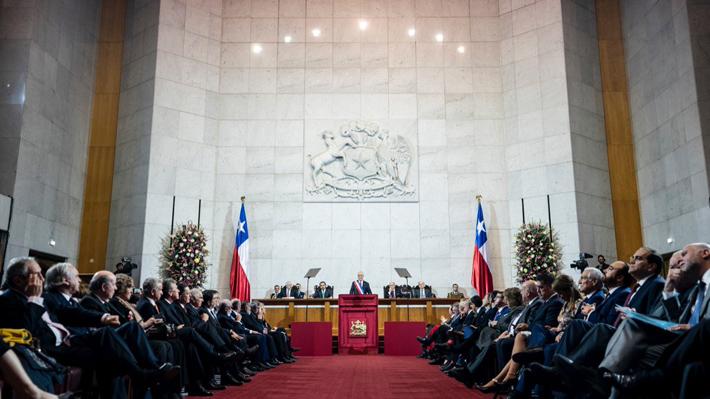 """Piñera convoca a un acuerdo nacional para """"fortalecer""""  la calidad de la política y anuncia reducción de parlamentarios"""
