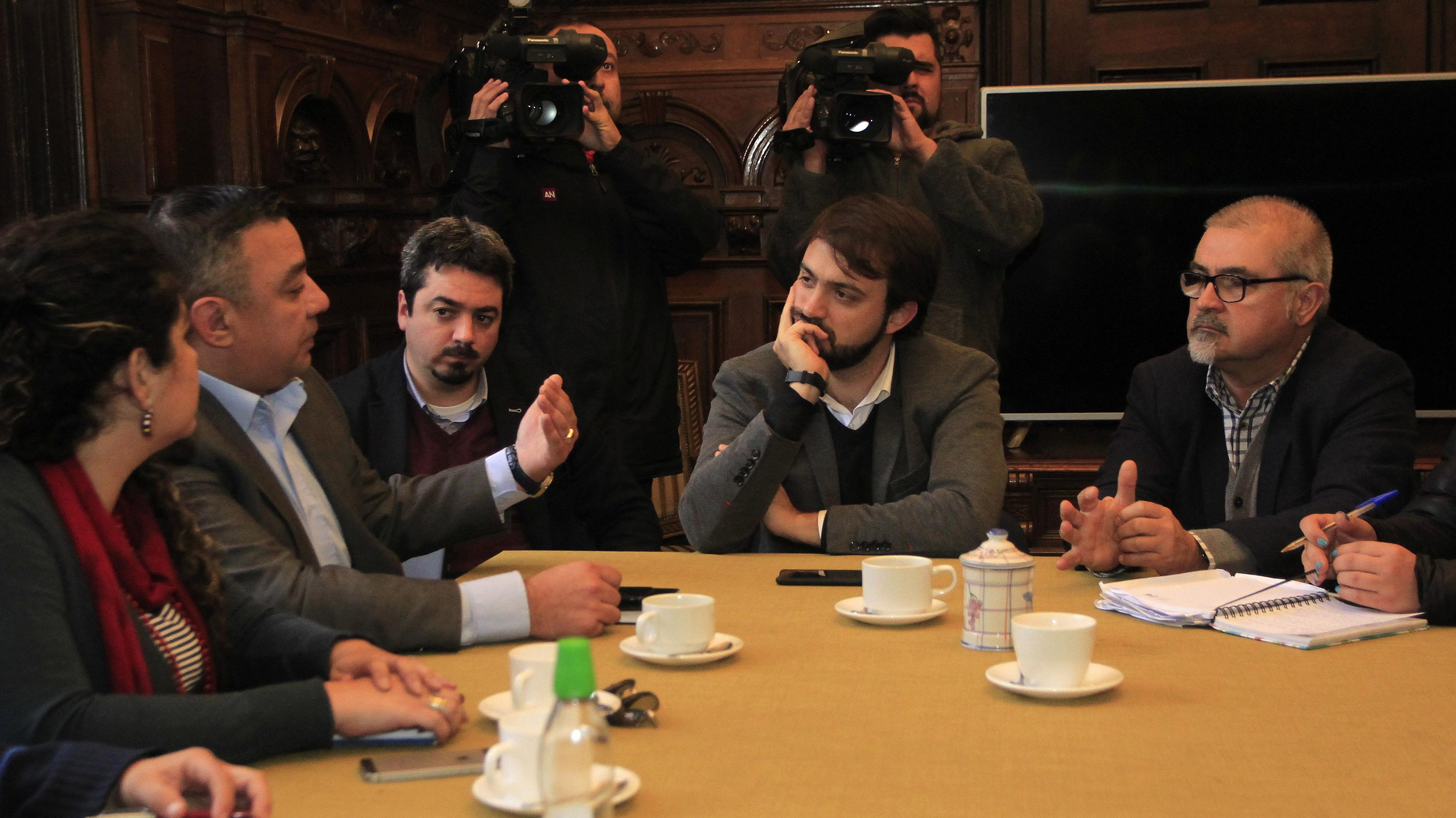 Alcalde Sharp y comerciantes de Valparaíso exigen al Gobierno pagar más de $1.000 millones por daños tras Cuenta Pública