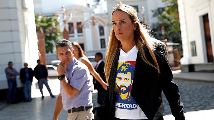 Venezuela: Esposa de líder opositor Leopoldo López llega a España junto a su hija