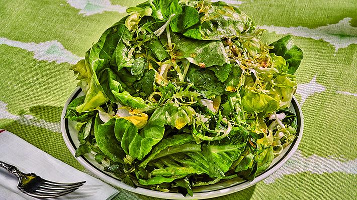 """Chef de Nueva York revela el paso a paso de la """"mejor ensalada verde"""" del mundo: el secreto está en el agua"""