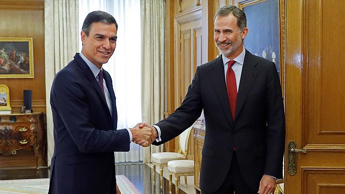 Rey Felipe VI le encarga a Pedro Sánchez formar un nuevo gobierno en España