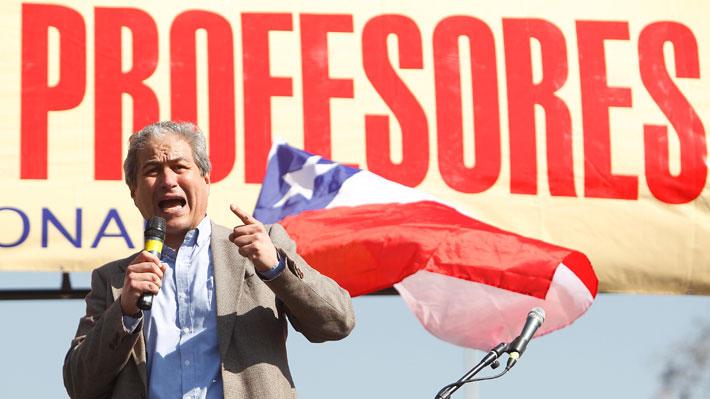 Profesores en paro: Los apoyos y redes políticas de Mario Aguilar, presidente del gremio