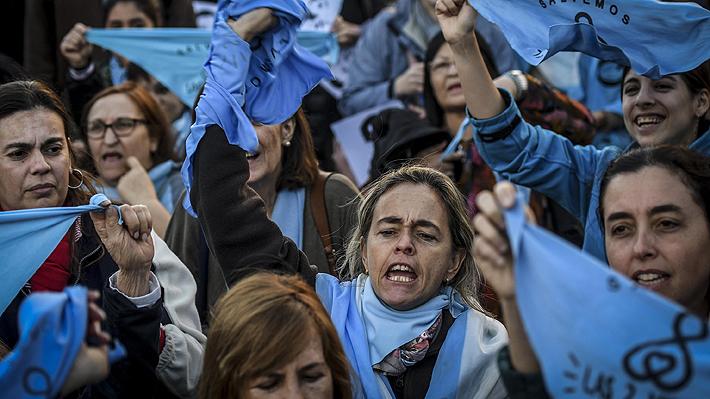 Cientos de personas marcharon en Argentina en respaldo a médico condenado por impedir un aborto