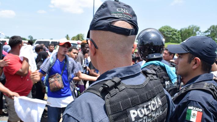 Expertos afirman que acuerdo migratorio entre México y EE.UU. beneficia a los traficantes de personas