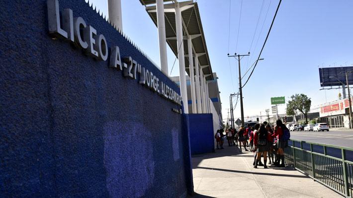 Liceo que prohíbe el uso de celulares: 38 alumnos han incumplido y deberán responder en tribunales
