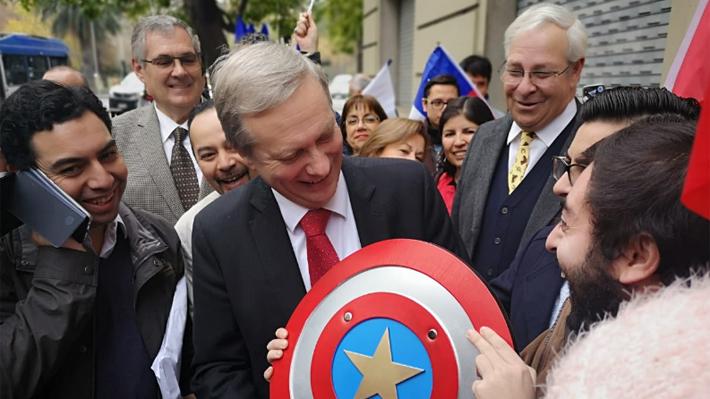Pañuelos celestes, Los Huasos Quincheros y un escudo del Capitán América: Así fue la inscripción del partido de JA. Kast