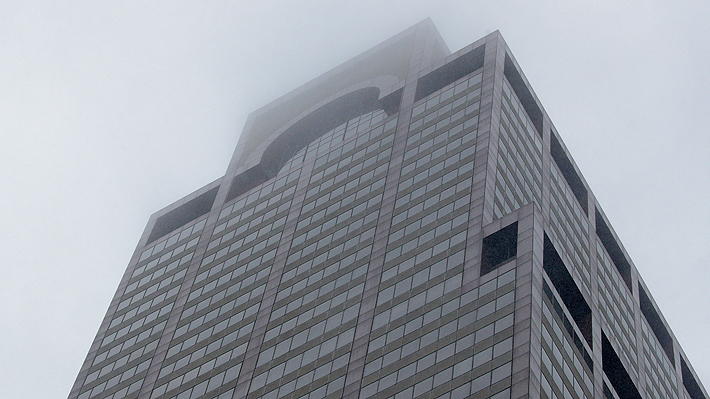 Helicóptero se estrella contra un edificio en Nueva York: Al menos una persona murió