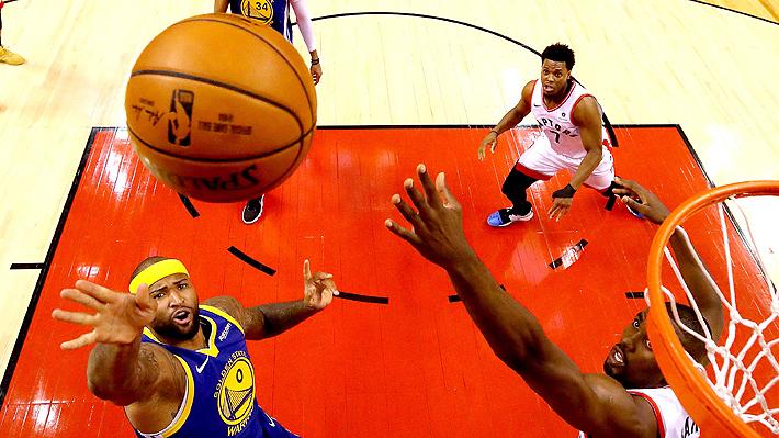Los Warriors vencen apretadamente a Toronto y mantienen viva la final de la NBA