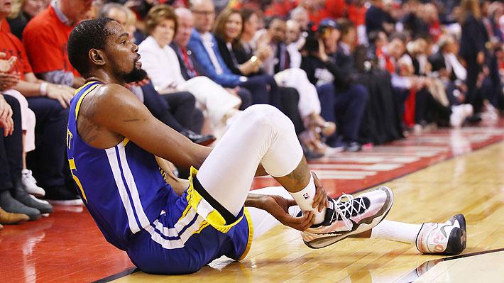 Video: El momento exacto en que la estrella Kevin Durant sufre dura lesión al tendón de Aquiles en las finales de la NBA