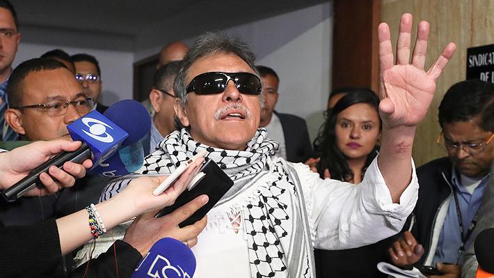 Ex líder de las FARC requerido por EE.UU. toma posesión como congresista en Colombia