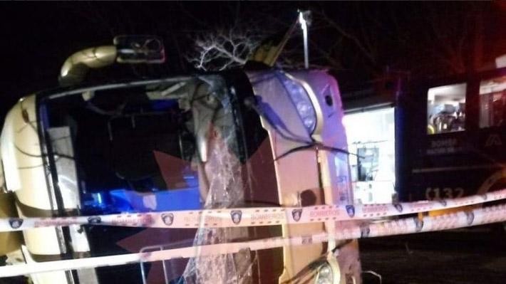 Volcamiento de bus en ruta San Clemente-Lago Colbún deja al menos tres muertos y múltiples heridos