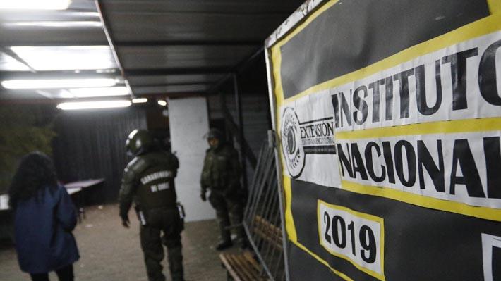 """Estudiantes del Instituto Nacional aseguran que desalojaron el establecimiento """"antes de que se nos notificara"""""""
