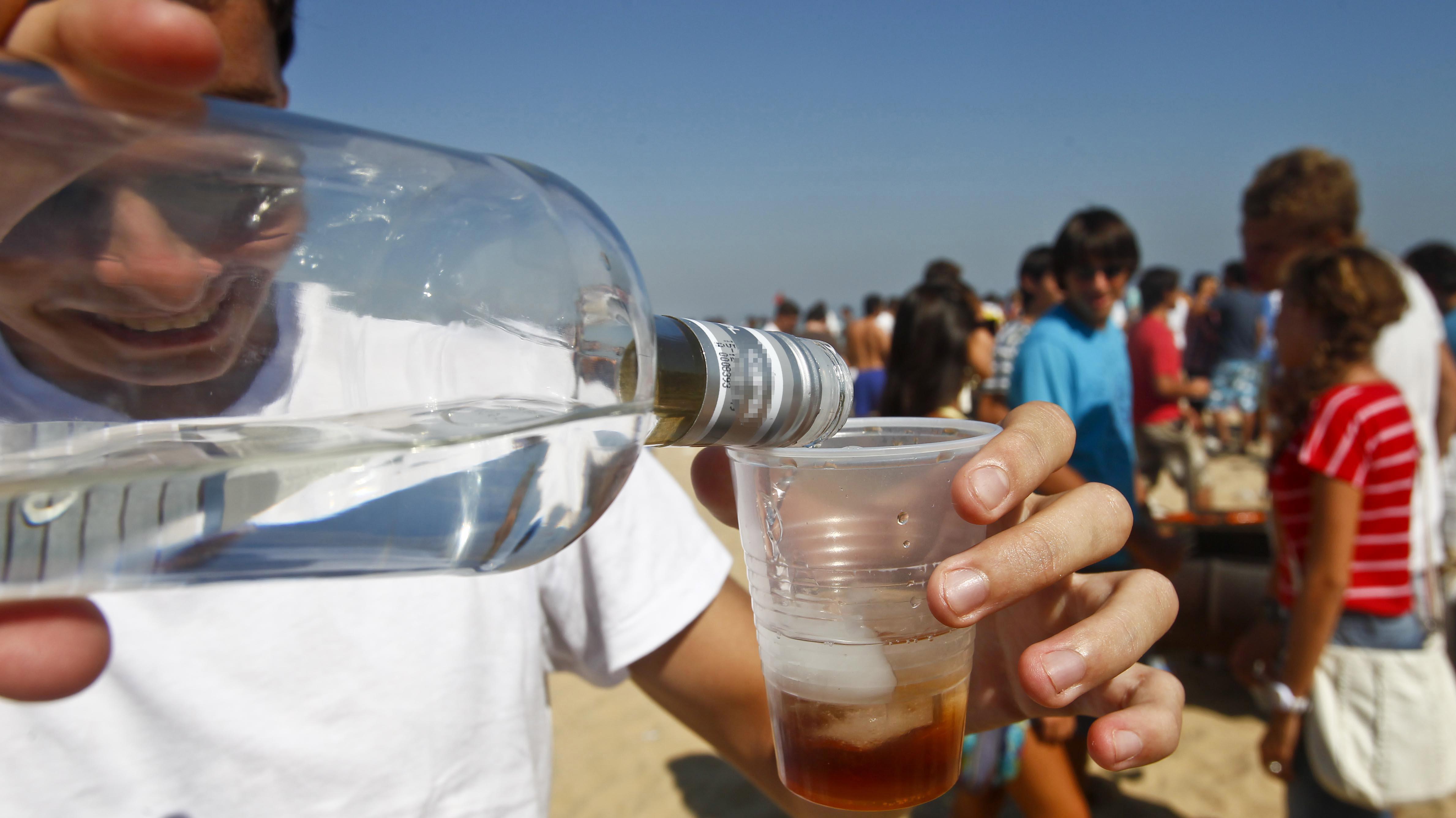 Las Condes creará brigada de menores de edad para fiscalizar venta de alcohol