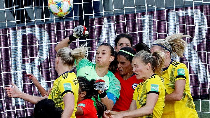 """""""¡Es brillante!"""" y """"de las mejores del torneo"""": Los elogios a Endler tras su espectacular actuación en el debut de Chile en el Mundial"""