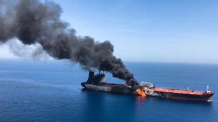 Evacuan a 44 personas de dos buques cisterna que se incendiaron en un nuevo incidente en el golfo de Omán