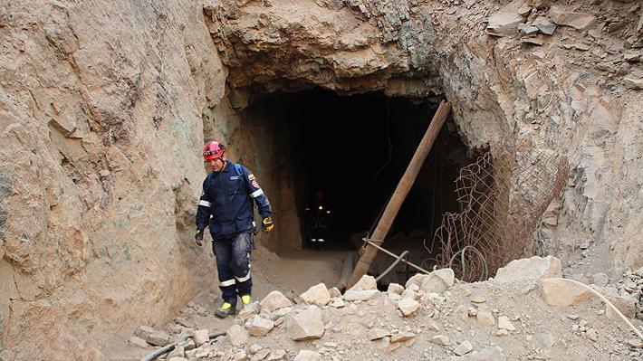 """Evo Morales se muestra """"consternado"""" por mineros de su país atrapados en Chile y ofrece ayuda a Piñera"""