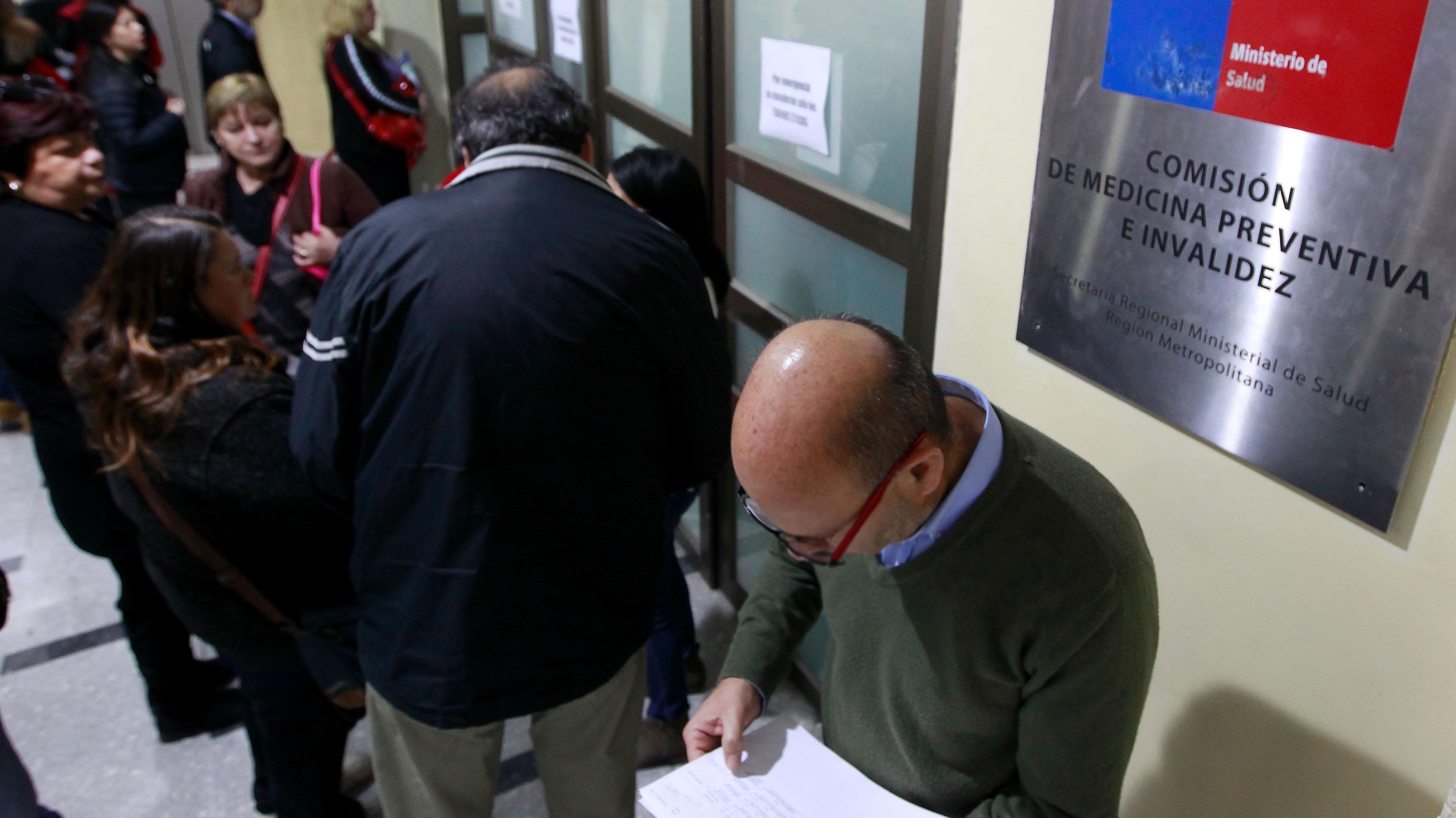Nueva protesta en el Compin de Santiago Centro: Usuario se autoinfirió heridas en sus brazos