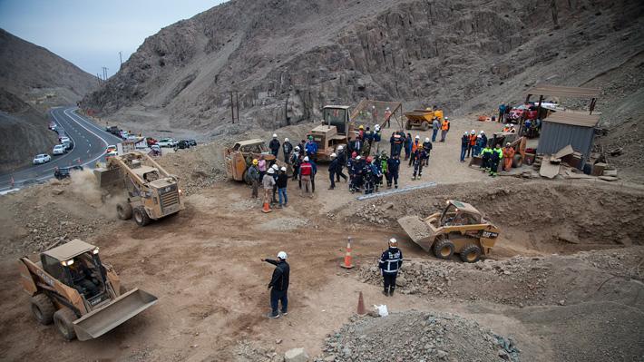 Rescatan con vida a uno de los mineros atrapados en Tocopilla y encuentran a otro muerto