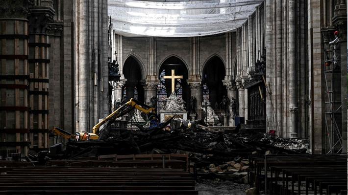 Fieles acudirán hoy con casco de protección a la primera misa en Notre Dame a dos meses del incendio