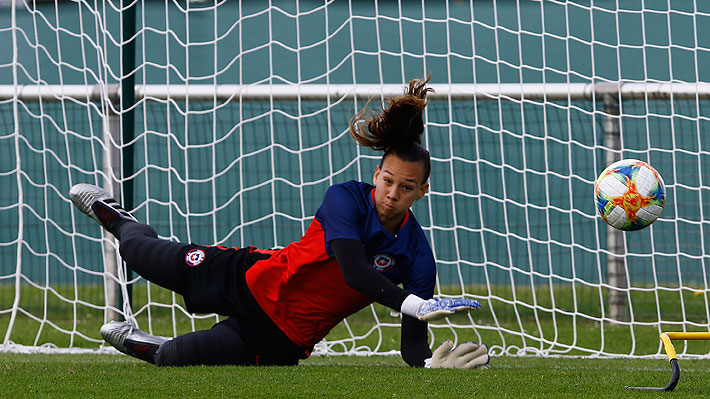 """Christiane Endler responde a los elogios y ya palpita lo que será la """"final"""" de la """"Roja"""" ante Tailandia en el Mundial Femenino"""