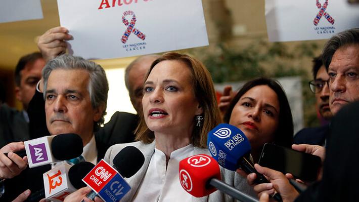 Goic se enfrenta a Mañalich por recursos para ley del cáncer y emplaza al Presidente Piñera a cumplir su compromiso