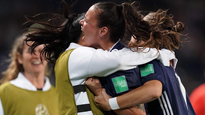 Argentina logró un heroico empate ante Escocia, marcador que  mantiene la ilusión de Chile en el Mundial Femenino