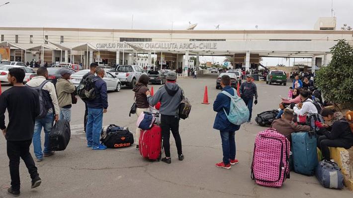 Inmovilizados en Chacalluta: La compleja situación de cientos de venezolanos que buscan ingresar a Chile desde Perú