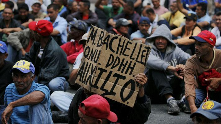 Ciudadanos protestan en las calles de Caracas durante segunda jornada de Bachelet en Venezuela