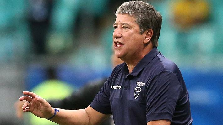 """DT de Ecuador brinda una extraña conferencia y califica de """"increíble e inaceptable"""" los goles que les hizo Chile"""