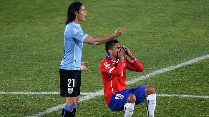 """Haciendo memoria: El """"dedo"""" de Gonzalo Jara, el día que cambió la relación entre Chile y Uruguay en el fútbol"""