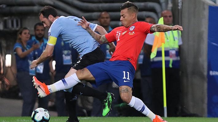 """Uruguay golpeó la mesa"" y ""Cavani es un monstruo"" : Así mira la prensa extranjera la derrota de la ""Roja"" con Uruguay"
