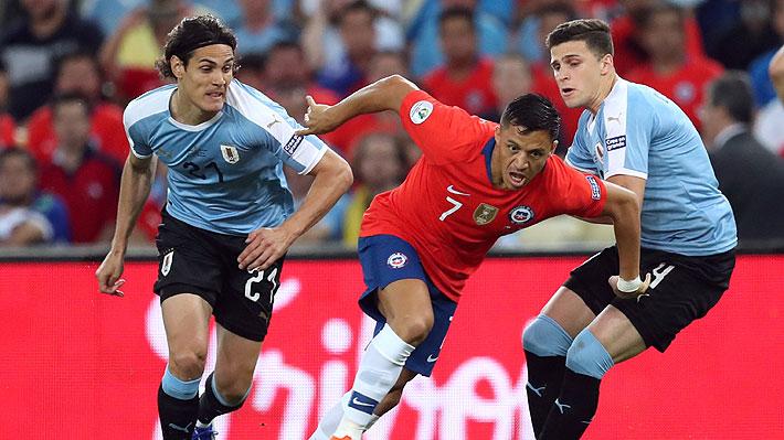 Del efusivo abrazo de Vidal con un uruguayo a la desesperación de Tabárez: Lo que no se vio de la derrota de Chile