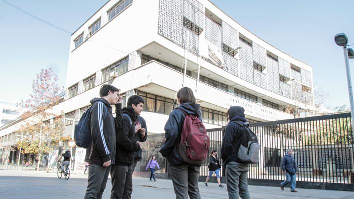 """Instituto Nacional recibe categoría de """"alta exigencia"""" y podrá seguir seleccionando a sus alumnos en inicio del SAE"""