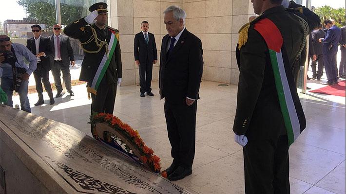 Piñera deposita ofrenda en Mausoleo de Yasser Arafat y se reúne con Presidente de Palestina