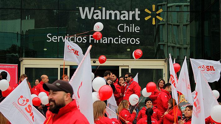 Trabajadores de Walmart aprueban la huelga tras rechazar por amplia mayoría última oferta de la empresa