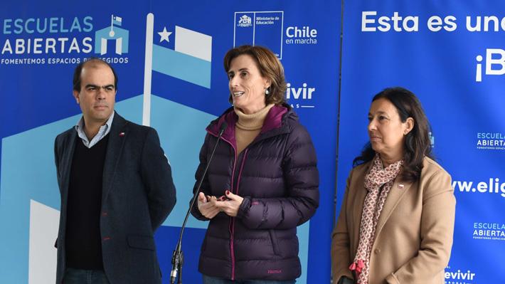 """Ministra de Educación afirma que """"están todas las condiciones para que todos los colegios de Chile vuelvan a clases"""""""