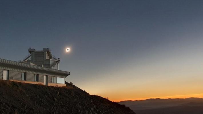 Eclipse total de Sol llega a su fin: Cómo se vivió el fenómeno astronómico que atrajo las miradas del mundo a Chile
