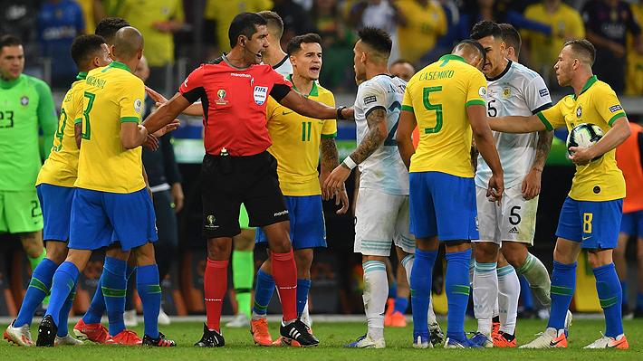 ¿Fueron o no fueron penales?: Mira las jugadas que reclamó Argentina en el área de Brasil