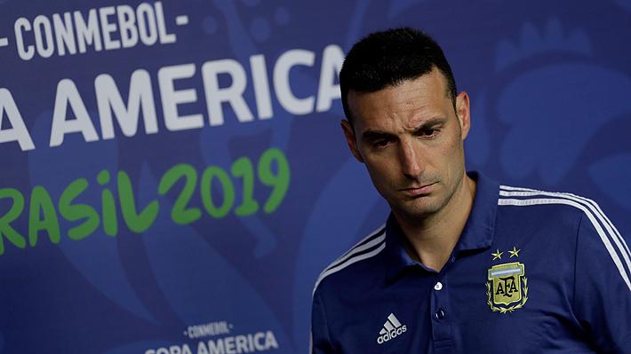 """Técnico de Argentina se refiere a los dichos de Vidal y vuelve a apuntar contra el arbitraje de la derrota ante Brasil: """"Nos perjudicaron"""""""