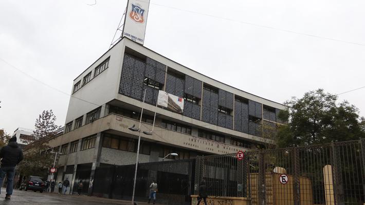 """""""Incita a la violencia"""": La respuesta del centro de alumnos a idea de Alessandri de cerrar el Instituto Nacional"""