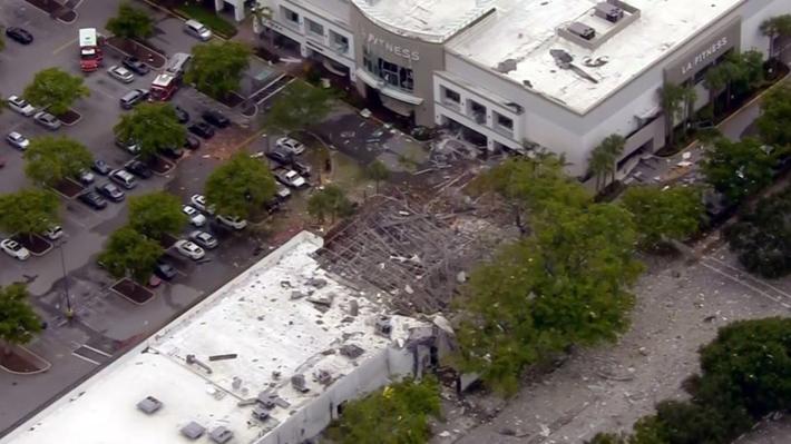 Varios heridos deja una explosión de gas en un centro comercial al norte de Miami en EE.UU.