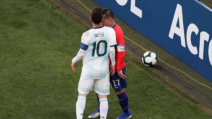 Hubo agresiones: El duro cruce entre Medel y Messi por el que ambos fueron expulsados