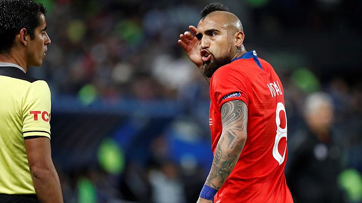 """Vidal estalla con el árbitro del Chile-Argentina: """"Quiere ser importante él, que no debería ser así"""""""