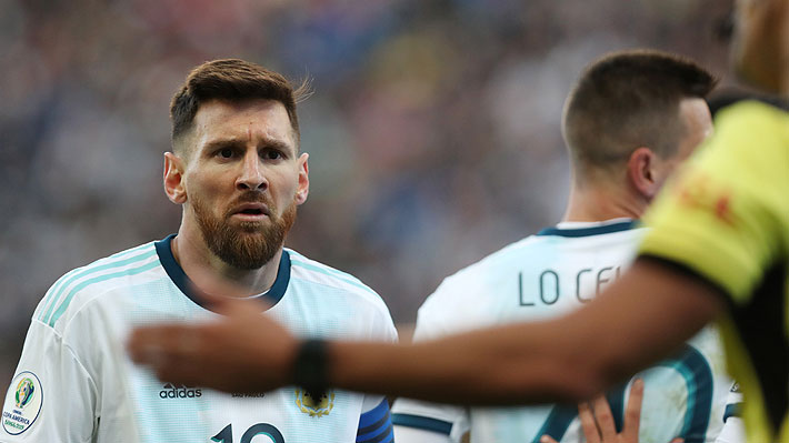 Lionel Messi no salió a recibir la medalla del tercer lugar y en Argentina aseguran que fue una protesta por su expulsión