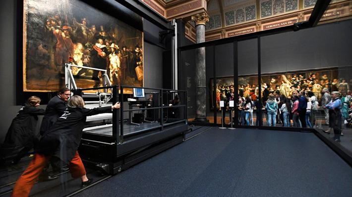 """Galería: Museo de Amsterdam restaura en público """"La ronda de la noche"""", la obra más famosa de Rembrandt"""