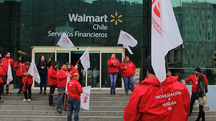 """Walmart lamenta decisión de trabajadores y activa """"Plan de Continuidad Operacional"""" ante inicio de huelga"""