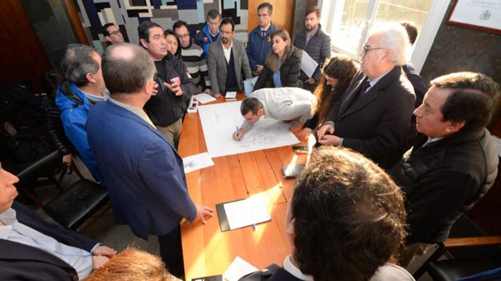 """Intendente dice que normalizar suministro de agua en Osorno no demoraría """"menos de 48 horas"""" y apunta responsabilidad  a Essal"""