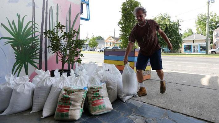 La población de Nueva Orleans se prepara para el impacto de la tormenta Barry que amenaza con convertirse en huracán