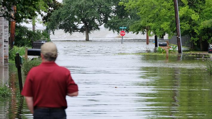 Luisiana ya enfrenta los primeros vientos de la tormenta tropical Barry: 45 mil personas amanecieron sin electricidad